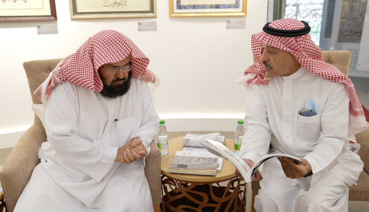 The General President of the Two Holy Mosques Affairs visits the King Abdulaziz Public Library